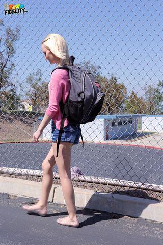 Пикапер предложил незнакомке попробовать раздеться перед камерой, чтобы стать известной в сети
