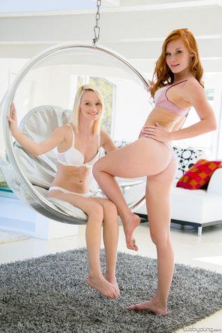 Рыжая получает в крутящемся подвесном кресле нежный куннилингус от блондинки